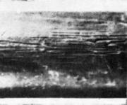 царапины на стальной трубе, образовавшиеся на транспортном рольганге